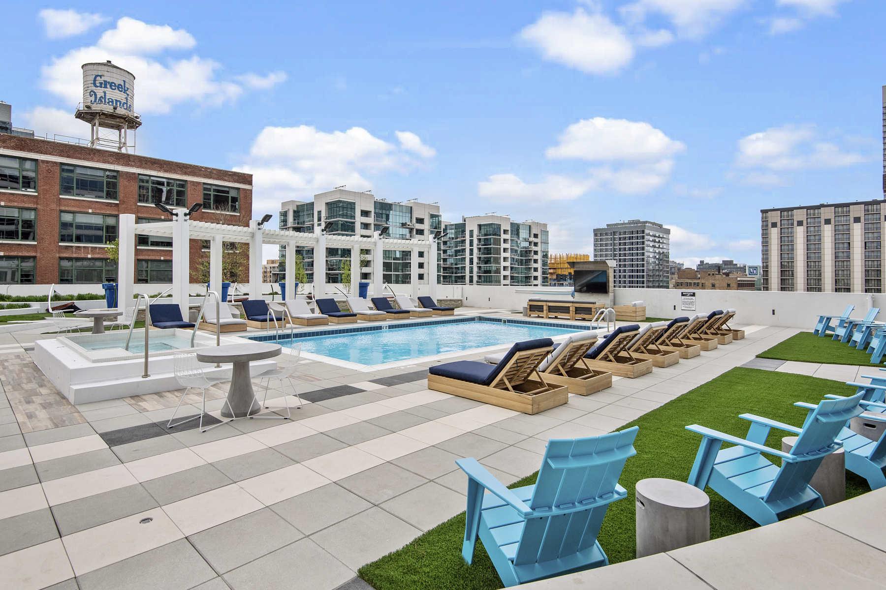 Arkadia West Loop | Studio, 1, 2 & 3 Bedroom Chicago Apartments